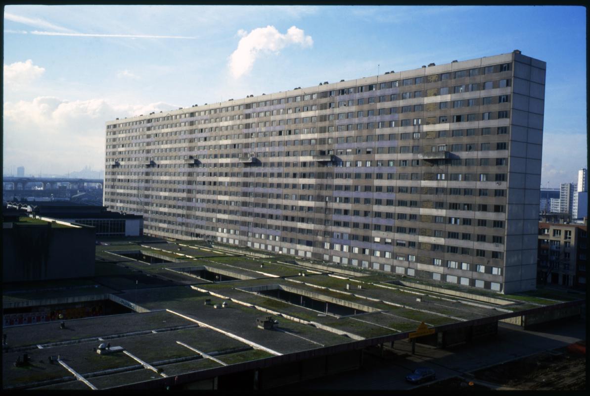 Cité des 4000. La Courneuve. La barre Renoir. 1998.