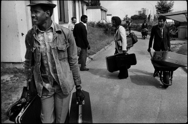 Le retour au pays. 1982.