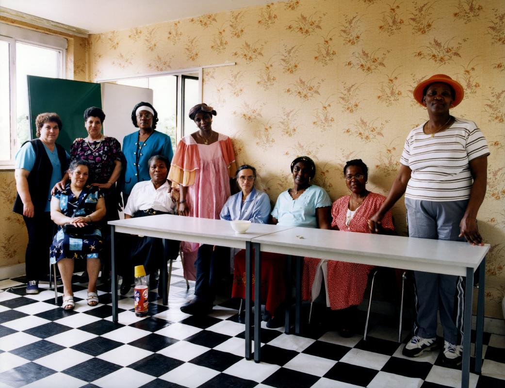 Les femmes de ménage de la Rue Renoir. Une photographie réalisée à deux, avec Olivier Pasquiers.