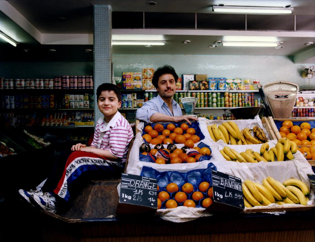 La famille Adjaout. Cours des Halles, au pied de la Barre Renoir. Une photographie réalisée à deux, Olivier Pasquiers et moi même.