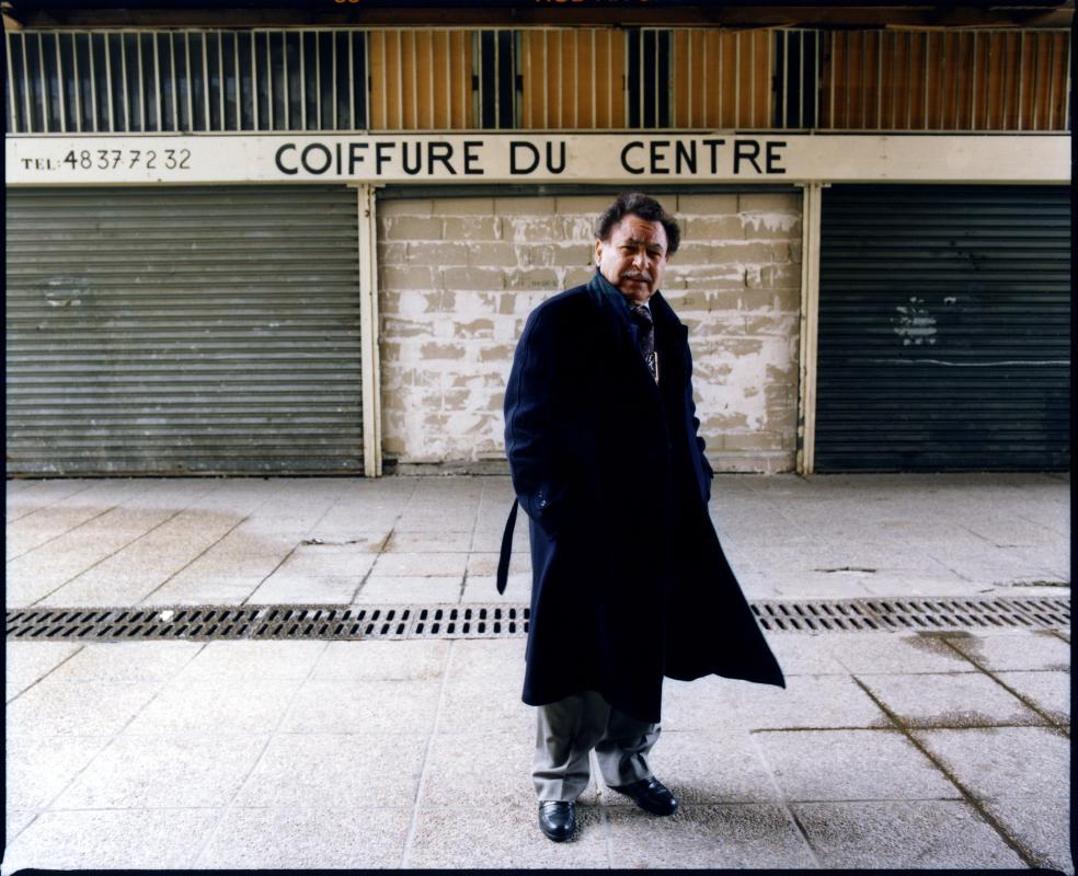 Monsieur Mamar, coiffeur, réinstallé centre-ville. Une photographie réalisée à deux, avec Olivier Pasquiers.