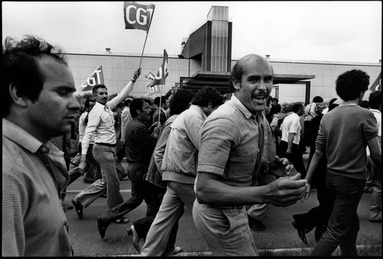 Citroën Aulnay, la première grève. 1982. Manifestation autour de l'usine le jour de la reprise.