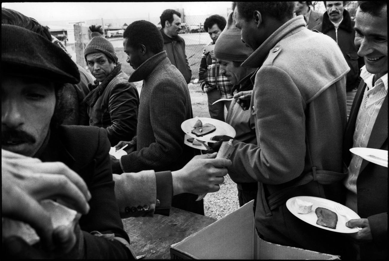 Grve de l'usine Citro'n d'Aulnay-sous-Bois, avril/mai 1982.. Organisation des piquets de grve, distribution de repas.