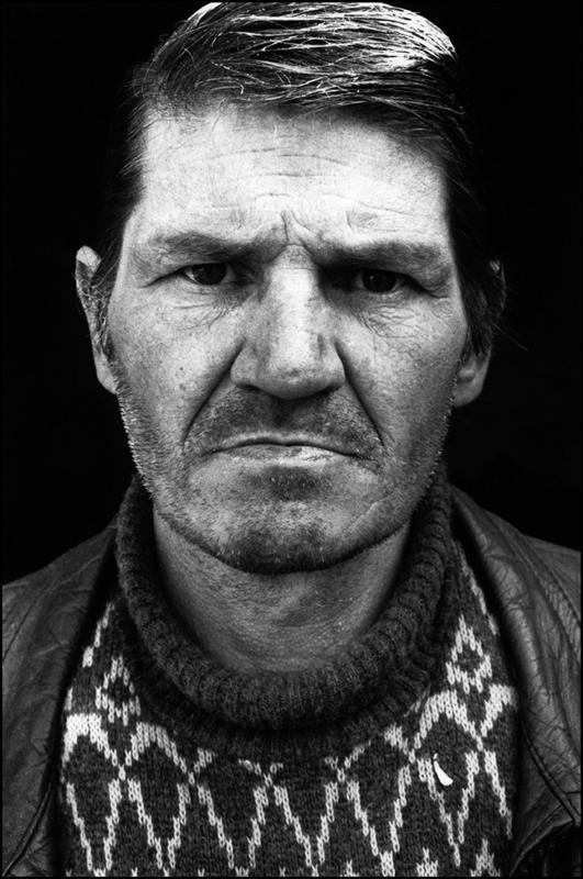 Pauvre France. Henri, vit dans un appentis au fond d'un jardin. Annecy, 1988.