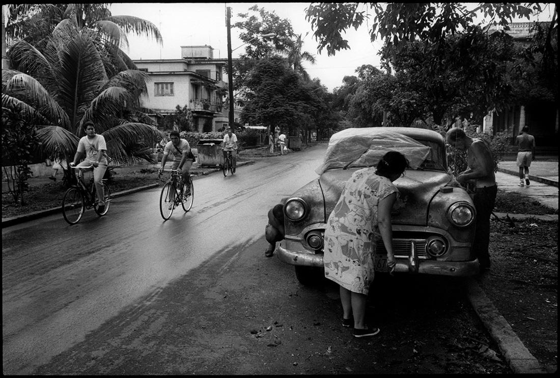 La famille de Juan Santana Artides (remet en état la Chevrolet  de 1953.  N° 1842, calle 19.